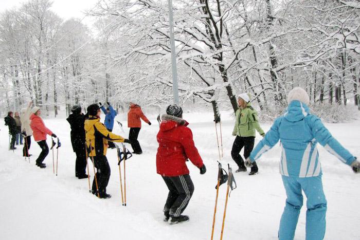 Давайте ещё раз вспомним о полезных качествах скандинавской ходьбы.