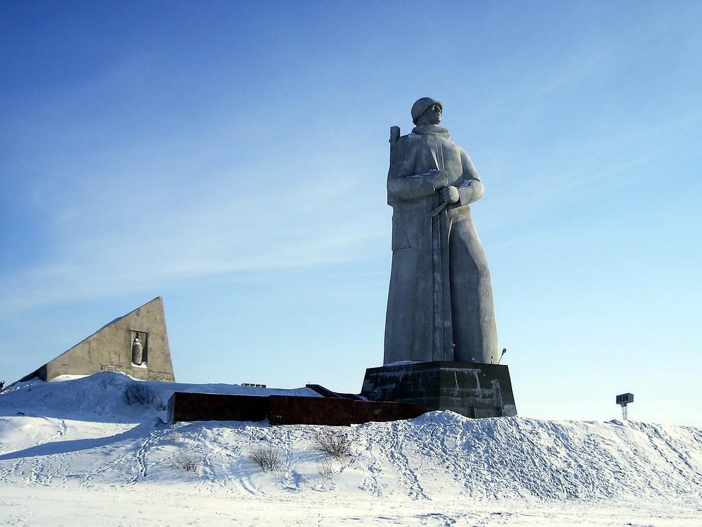 Pamyatnik-zashhitnikam-Sovetskogo-Zapolyarya2