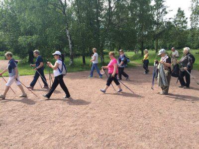 С 3 апреля начинаются бесплатные занятия по скандинавской ходьбе для жителей Южно-Приморского округа.