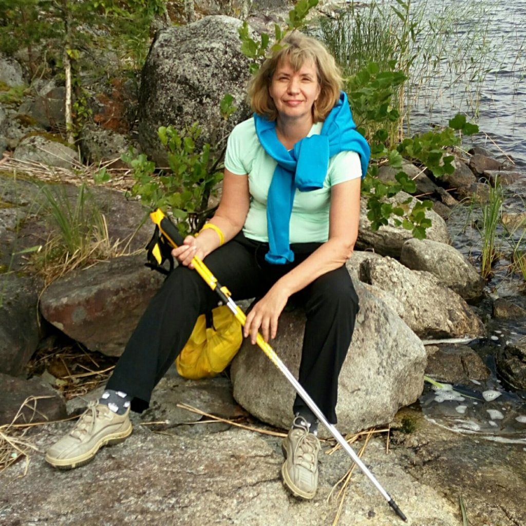 Светлана Макарова, инструктор по скандинавской ходьбе.